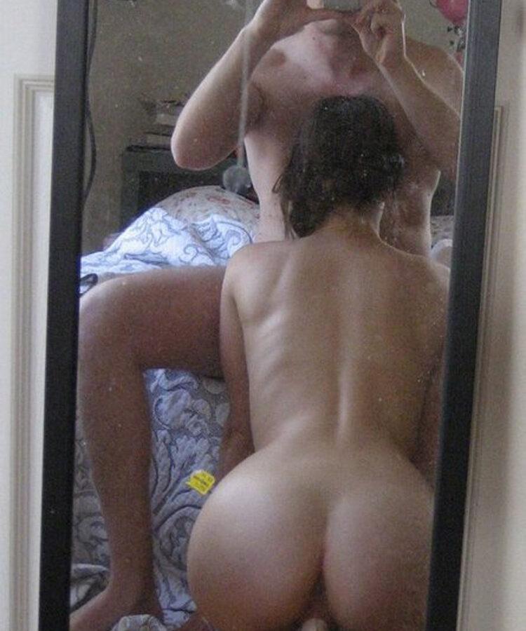 Pipe devant le miroir