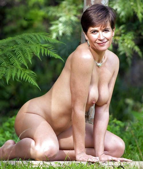 Femme mature nue vicieuse