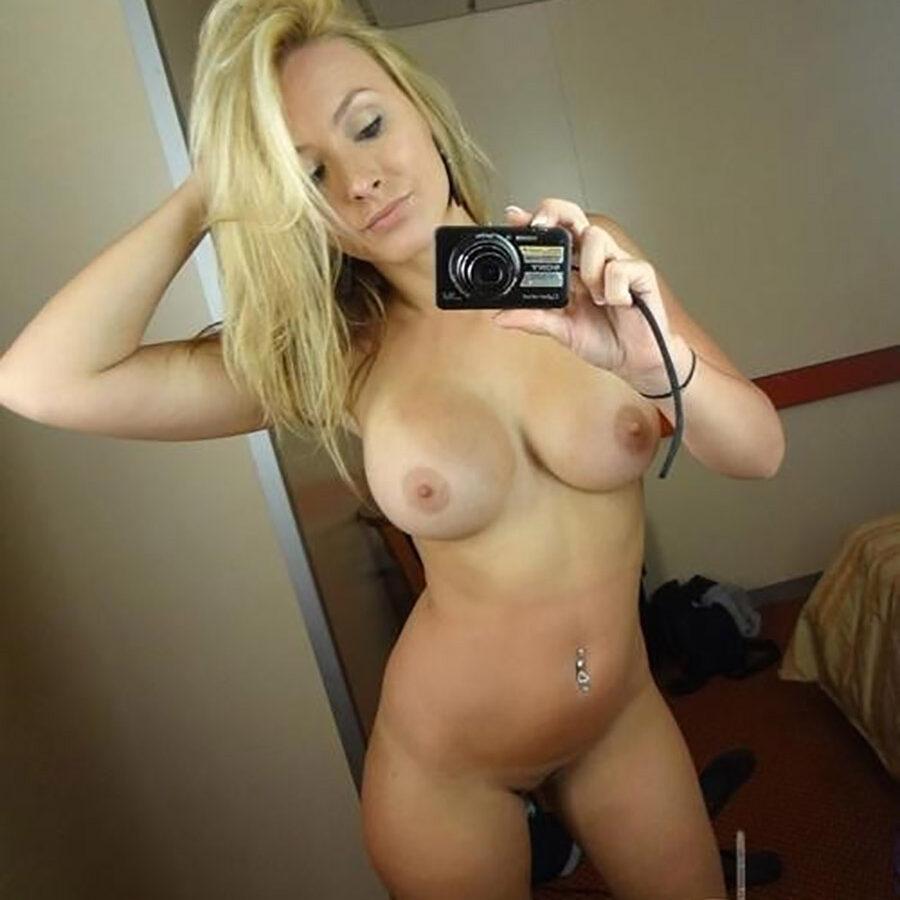 BOmbasse blonde sans tabou